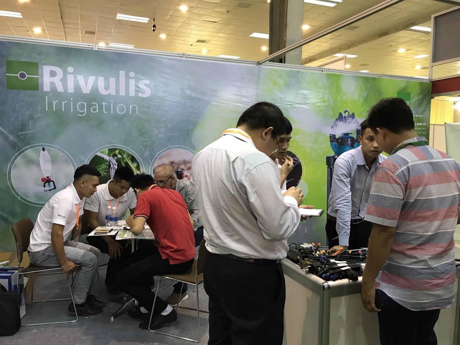 Tư vấn khách hàng tại triển lãm Growtech 2018 Hà Nội